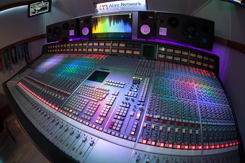 SSL 4000G+ mixing desk